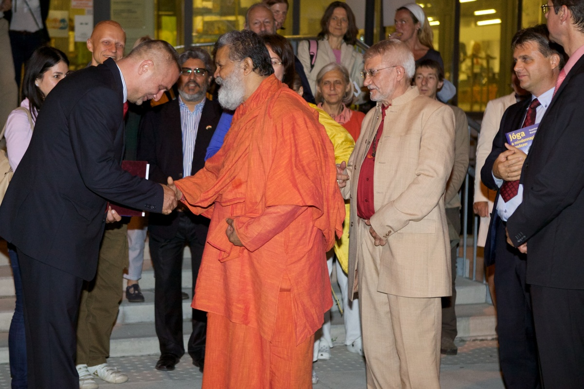 Vishwaguru Swami Maheshwarananda at Science Centre Győr, Hungary