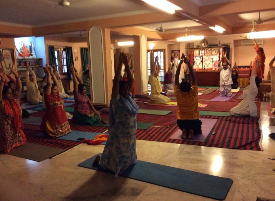 Morning yoga class guided by Vishwaguruji in Delhi