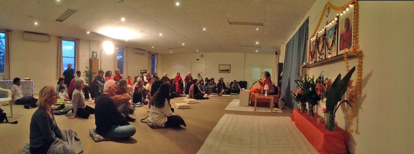 Satsang: Višvaguru Mahéšvaránadna v ášramu v Melbourne