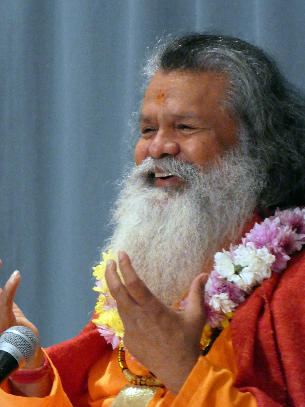 Vishwaguruji brings the Divine Light to Melbourne