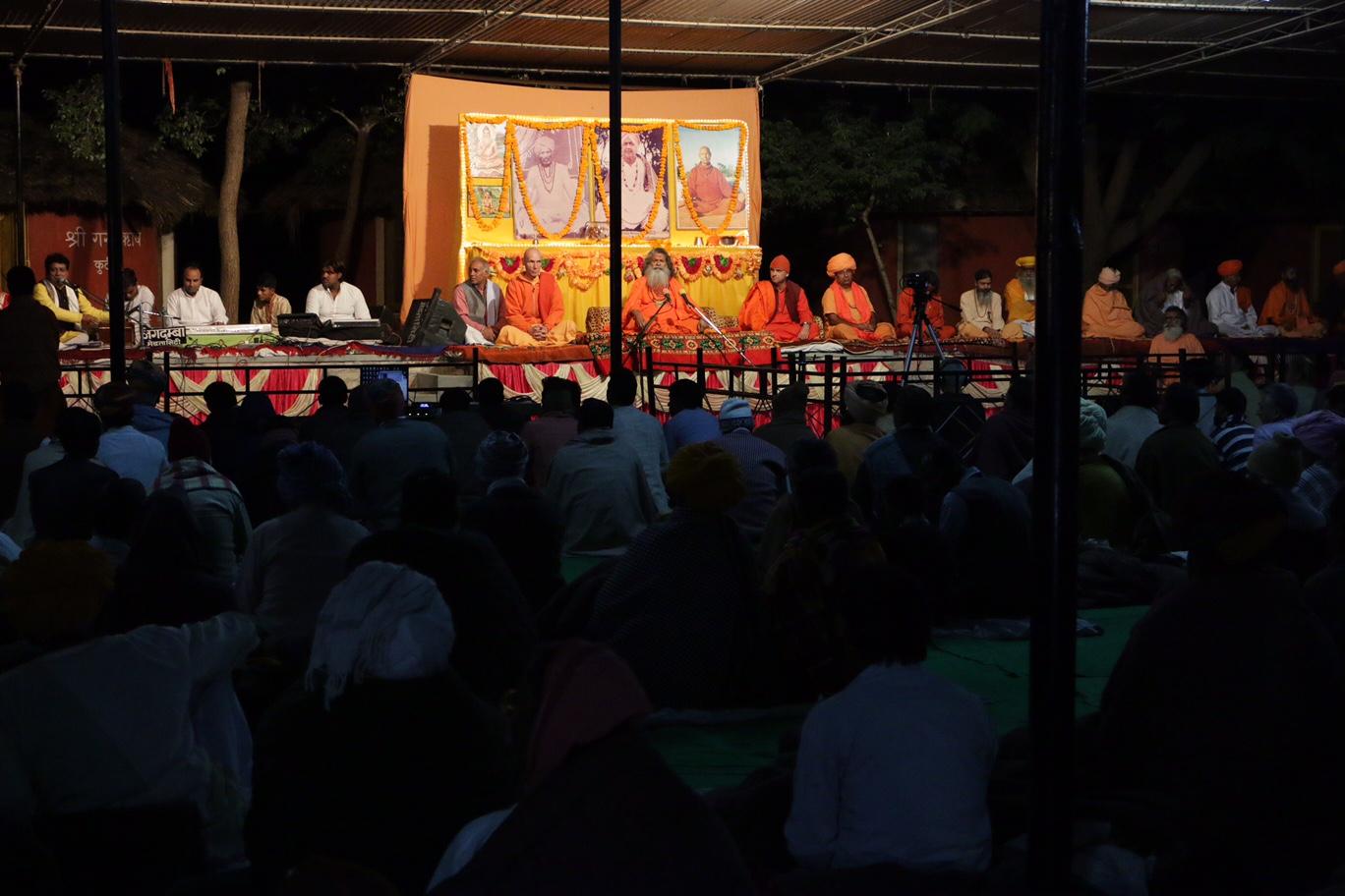 přednáška Višvaguru Mahéšvaránand a Óm ášram