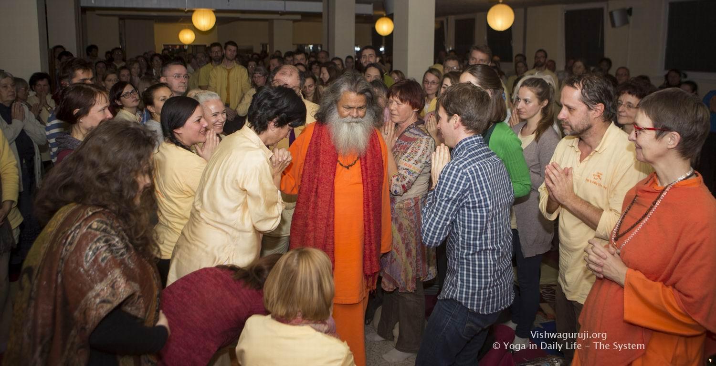 Vienna satsang with Vishwaguruji Swami Maheshwarananda 18 12 2016