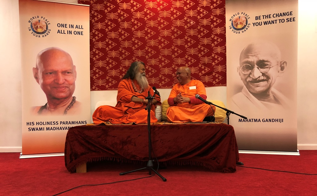 VishwagurujiWithSwamiHarishchanderNYC March2018