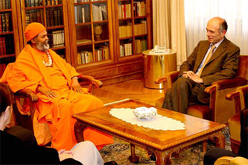 Swamiji received by Slovenian President Dr. Drnovsek